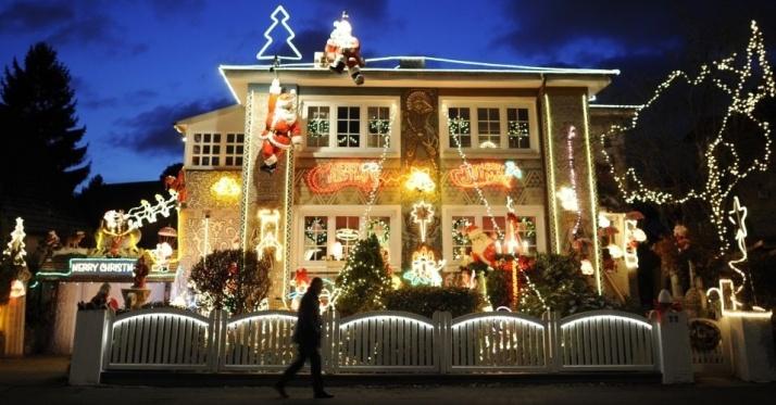 casa-totalmente-decorada-com-luzes-de-natal-em-hamburgo-na-alemanha-121211-1324405704577_956x500