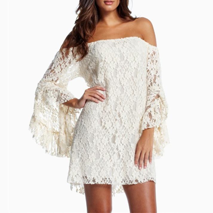 vestido de renda babados
