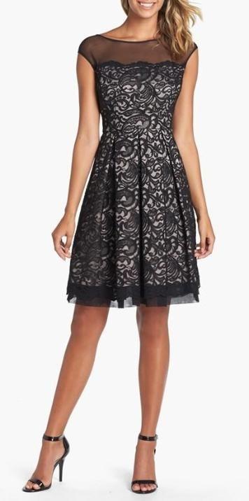 vestido preto de renda curto